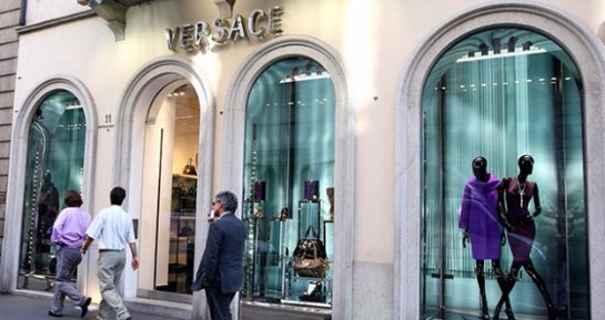 На Versace подали в суд за расовую дискриминацию