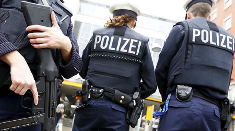 Объявлена угроза теракта: в Германии мужчина с ножом напал на посетителей супермаркета