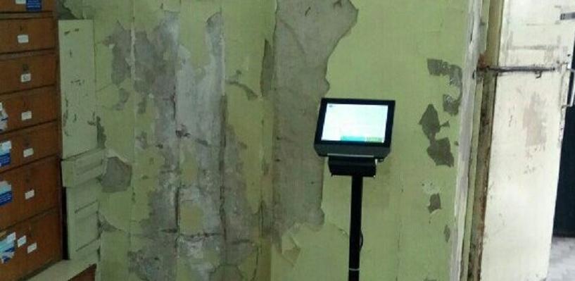 Высмеянное в сети почтовое отделение в Омске обещали отремонтировать