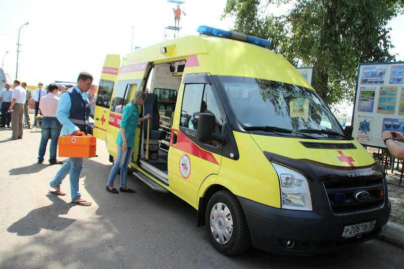 В центре Омска столкнулись «Тойота» и «Ниссан»: пострадали два человека