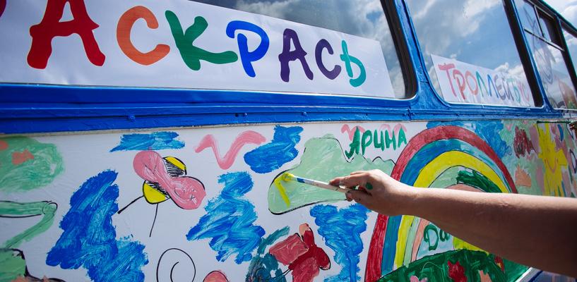 В Омске на маршруты вышли автобусы с символикой Дня города