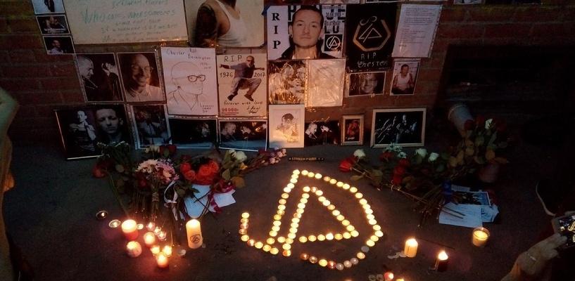 Омичи почтили память солиста Linkin Park запуском шаров в небо