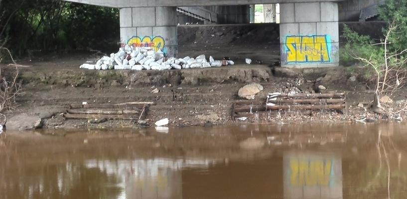 Омичи испугались, что под Фрунзенский мост заложили взрывчатку