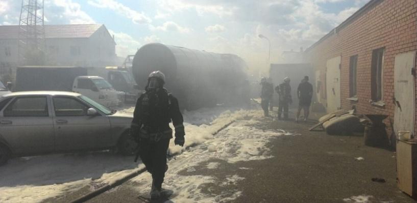 Горевшую в Омске возле АЗС автоцистерну тушили 37 пожарных машин