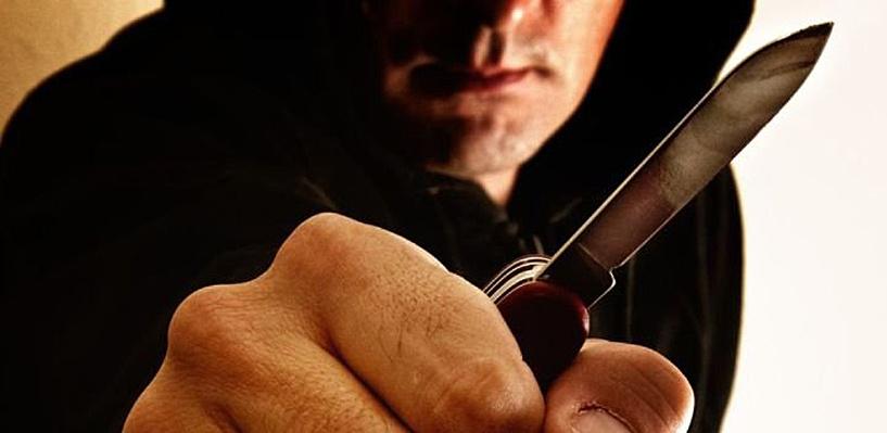 Вооруженного ножами омича поймали при попытке сбежать через балкон