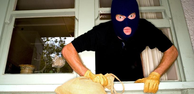 Омич с 14-ю судимостями за квартирные кражи попался в 15-й раз
