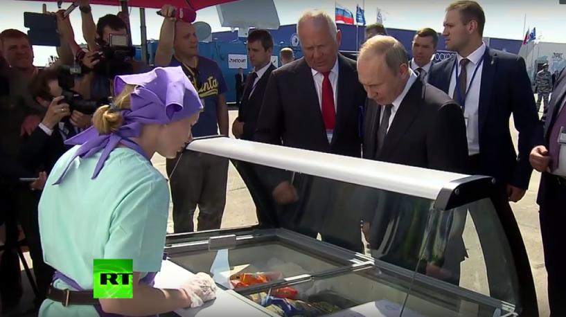 «Проверьте, хватит ли». Владимир Путин пошутил над главой «Ростеха», отдавшего 5 тыс. за мороженое. Видео