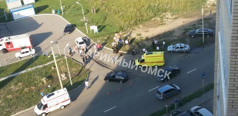 «У одного ноги переломало, у другого ухо оторвало»: в ДТП в Омске пострадали семь человек