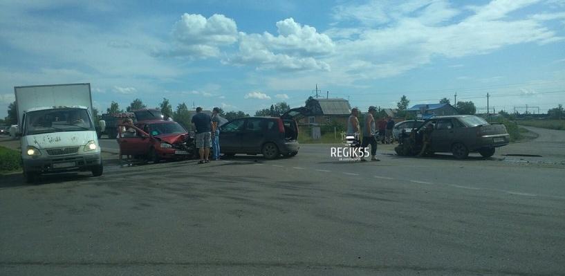 В Омске пьяный водитель устроил ДТП с участием трех машин