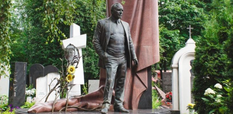 В Омске памятник Михаилу Ульянову поставят осенью, как только найдут деньги