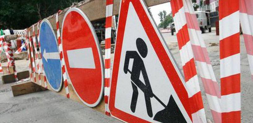 На двух улицах Омска перекроют движение из-за ремонта сетей