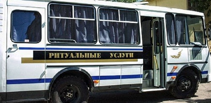 «Это полный абсурд»: в Омске отрицают, что пассажирские автобусы подрабатывают на ритуальных услугах