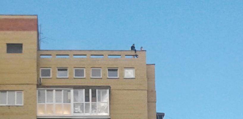 На крыше омской высотки играли дети – ФОТО, ВИДЕО