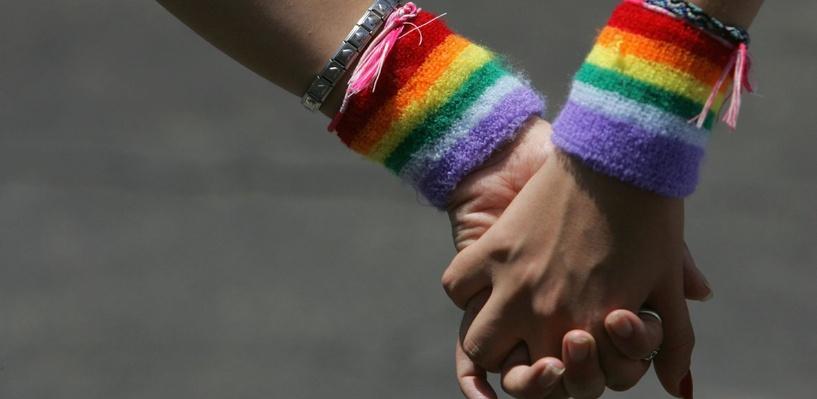 Новость об омском гее, которому отказали в работе из-за «излишней ухоженности», подхватили федеральные СМИ