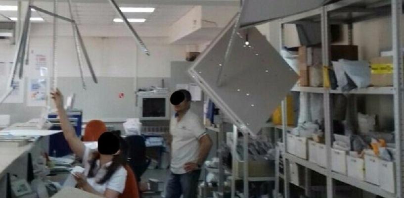 В Омске рушится потолок отделения «Почты России» - ФОТО, ВИДЕО