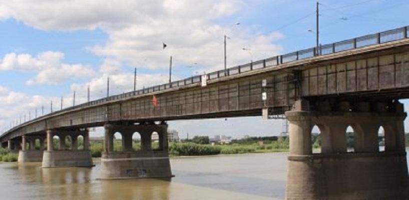 С завтрашнего дня движение по Ленинградскому мосту в Омске будет закрыто