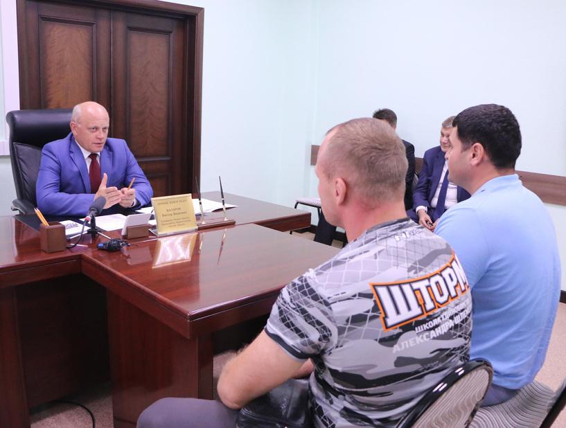 Омич Шлеменко решил привлечь губернатора к борьбе с алкоголем