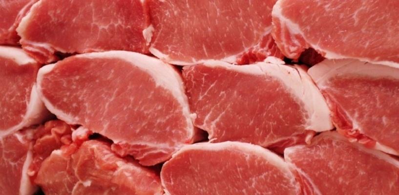 На омских рынках вылавливают чумную свинину