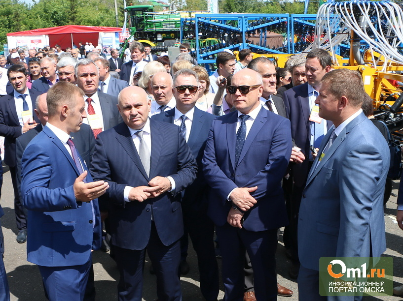 Заместителя министра сельского хозяйства Хатуова не смутил омский ливень- ФОТО
