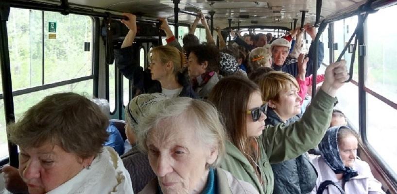 Омичи падают в автобусах, проезжая по одному и тому же месту на Левобережье