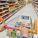 В Омске семейная пара устроила драку с кассиром супермаркета: видео