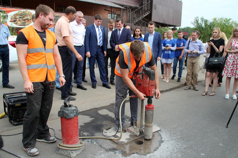 Депутат Госдумы предложил установить на новых омских дорогах весовой контроль