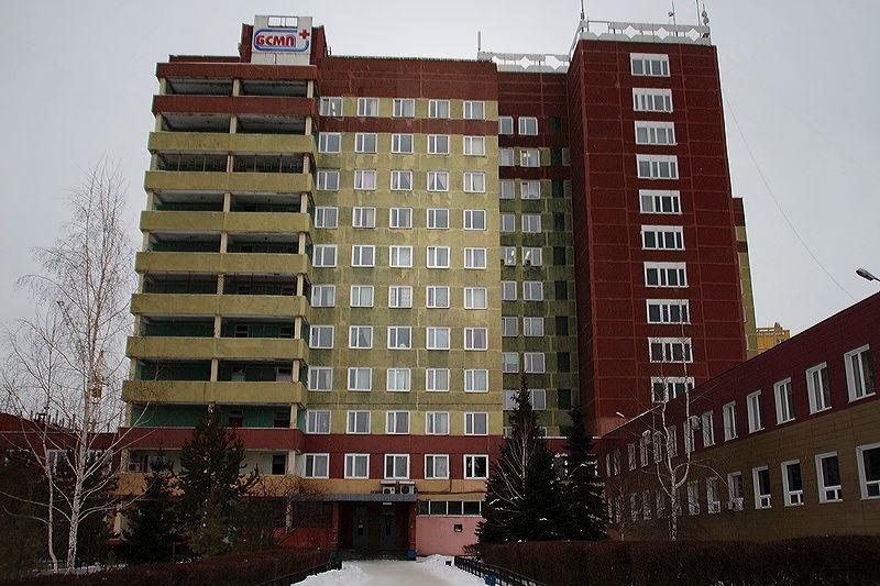 На омского бизнесмена, избившего врача в БСМП, завели уголовное дело