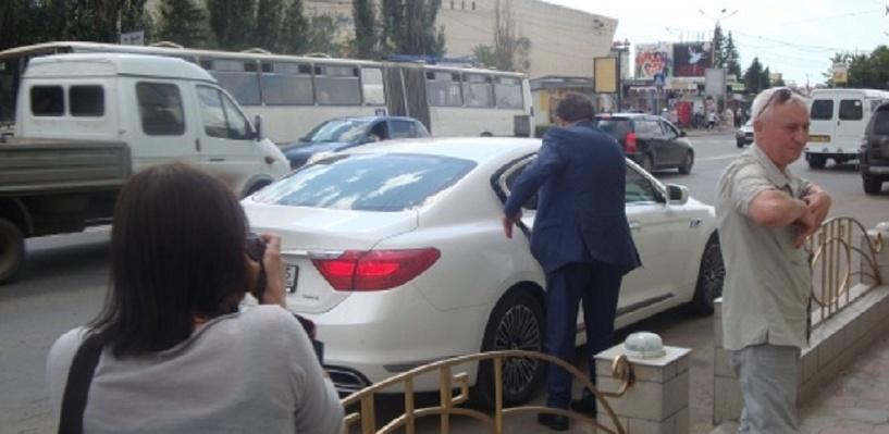 После отставки Двораковского его служебный KIA Quoris отдают на техобслуживание за 129 тысяч рублей