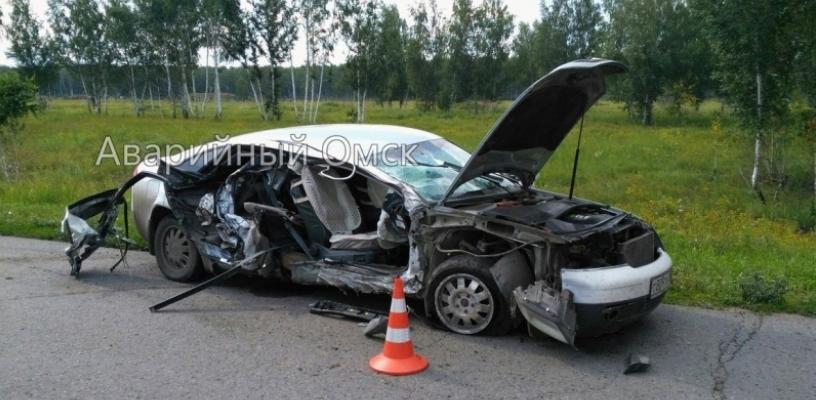 Под Омском в поселке Светлый Audi разбилась вдребезги