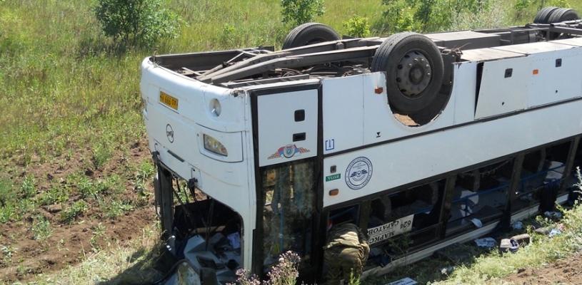В Омской области на трассе Тюкалинск-Большие Уки опрокинулся в кювет рейсовый автобус