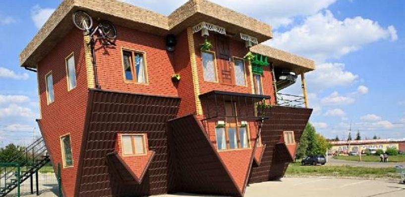 «Дом вверх дном» из Омска помогает жителям Новой Зеландии разгадать архитектурную загадку