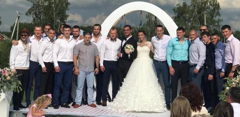 Омский боец Корешков женился, на свадьбе гулял Шлеменко - ФОТО