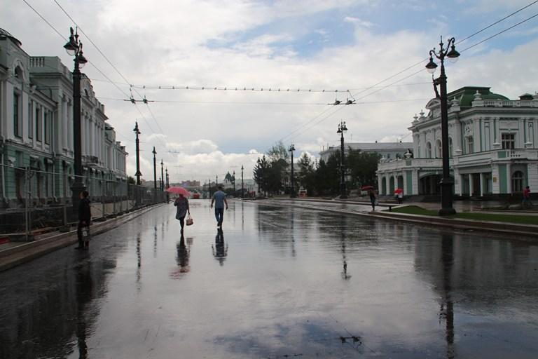 В выходные Омск продолжит заливать дождями