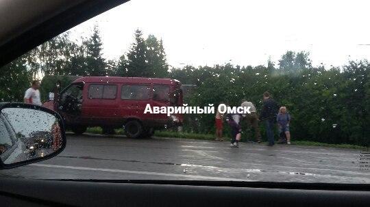 КамАЗ влетел в пассажирскую «Газель»  в Омске: пострадали 5 человек