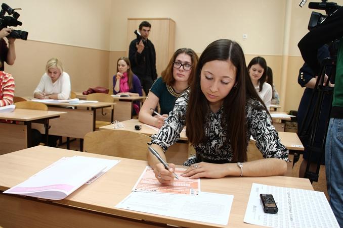 Более 2% омских выпускников остались без аттестатов