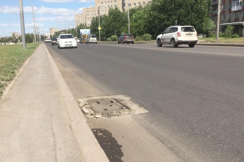 На набережной в Омске мотоциклист протаранил легковушки