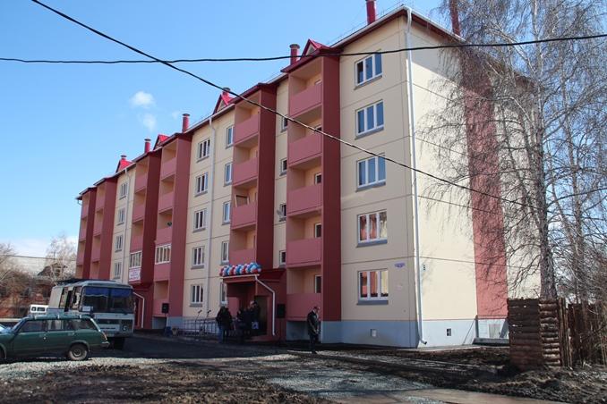 Омичи из аварийных домов получают новые квартиры под ключ