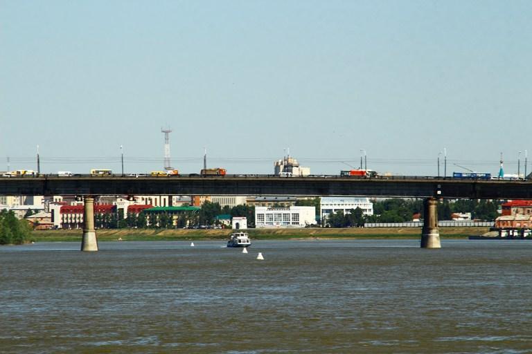 В Омске ко Дню города помоют и покрасят все мосты