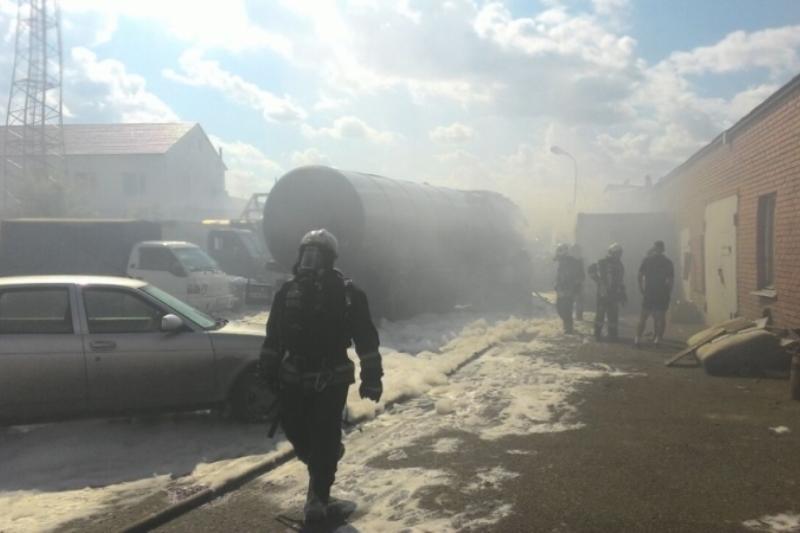 Рядом с заправкой в Омске горела автоцистерна
