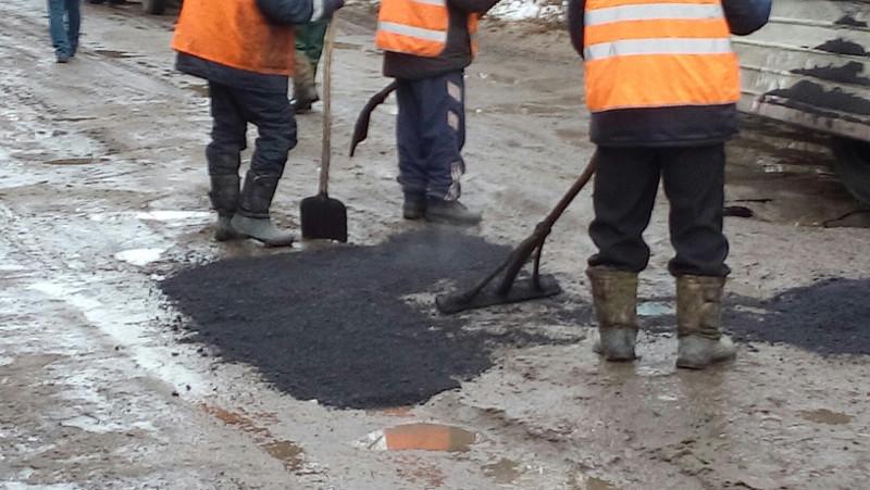 Ямочный ремонт в Омске пока не теряет своей актуальности