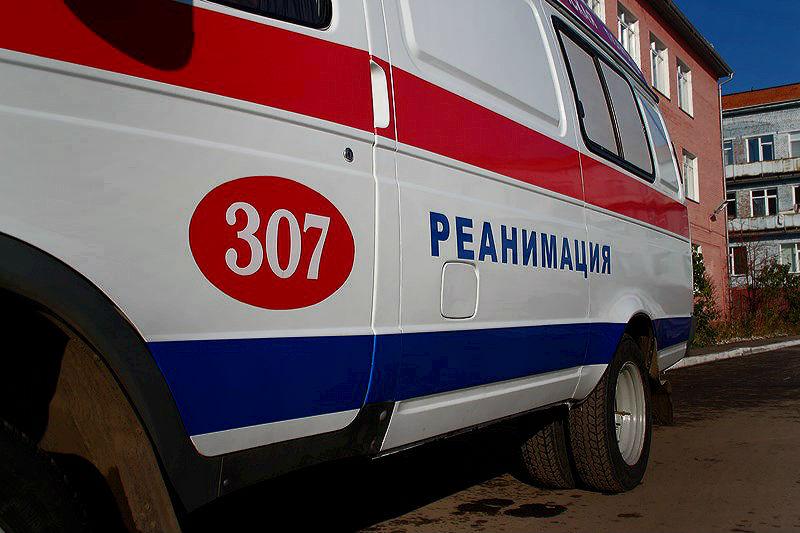 Ночью в Омске легковушка сбила пешехода и протаранила магазин