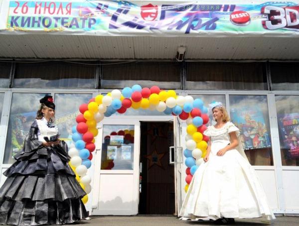 Жуков открыл в Тюкалинске современный 3D-кинозал