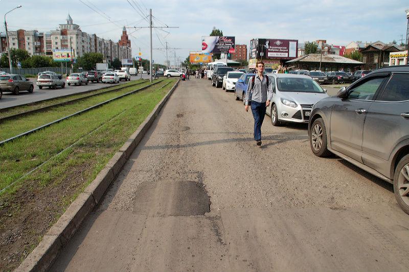 Улицу Жукова, где плавал байдарочник, подлатали перед приездом депутата Госдумы