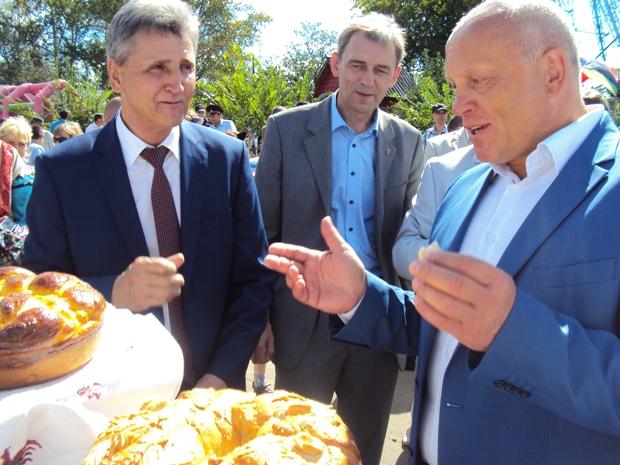 Главе Калачинского района придется вернуть дорогой внедорожник
