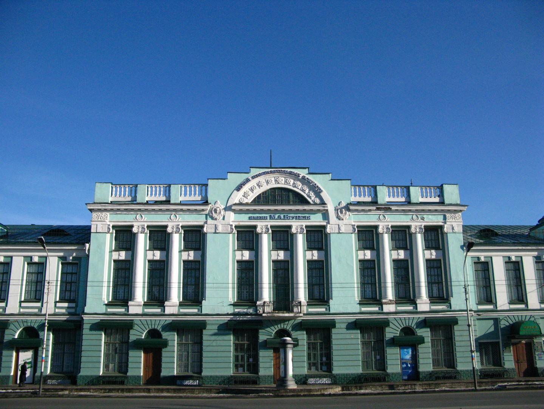 В Омск привезли картины, которые можно трогать