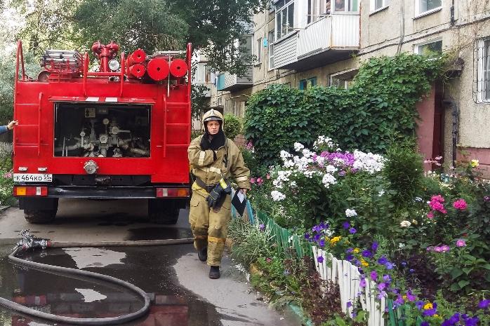 В Омске из-за «бычка» чуть не сгорела пятиэтажка