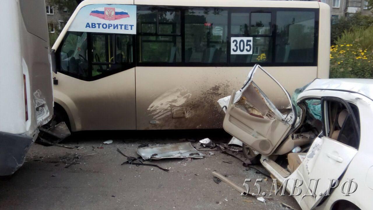 Омич, пострадавший в массовом ДТП с маршрутками, умер в больнице