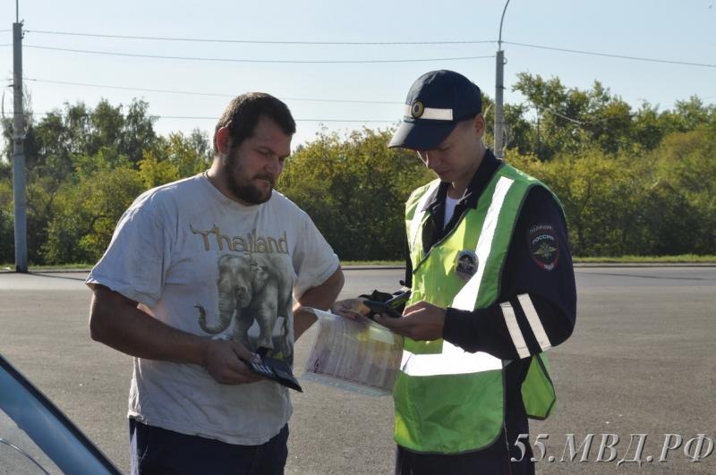 У жителя Омска за долги арестовали «Ниссан»