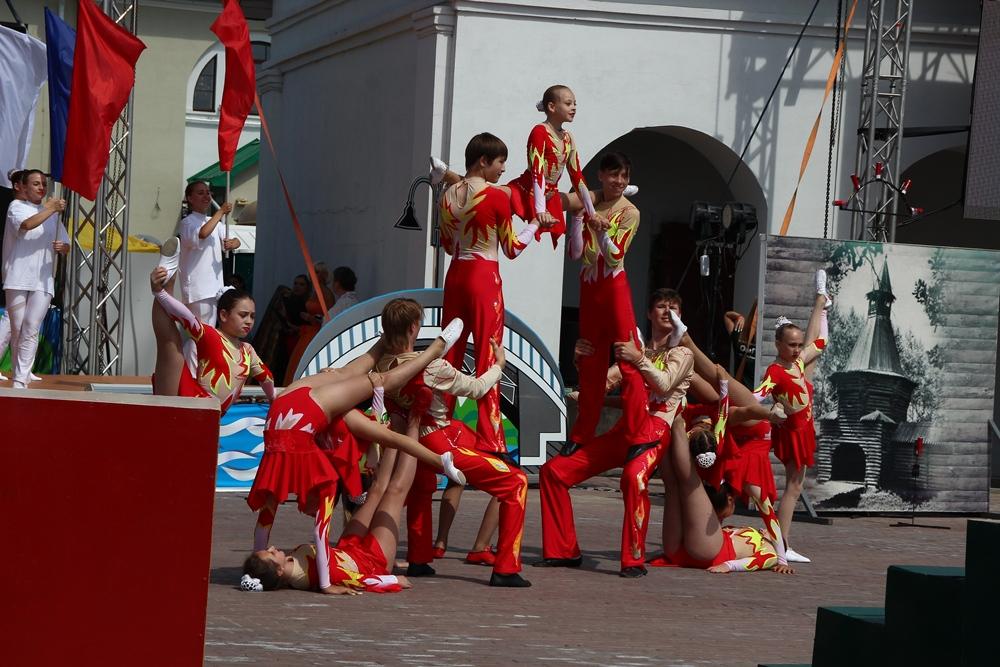 «Омская крепость» сегодня: танцующий оркестр, огненная скульптура и фейерверк