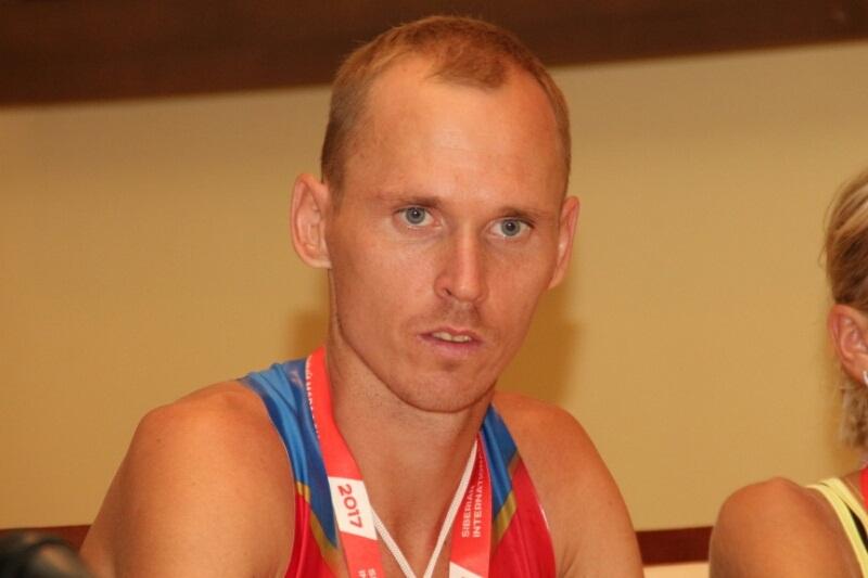 На омском марафоне все больше